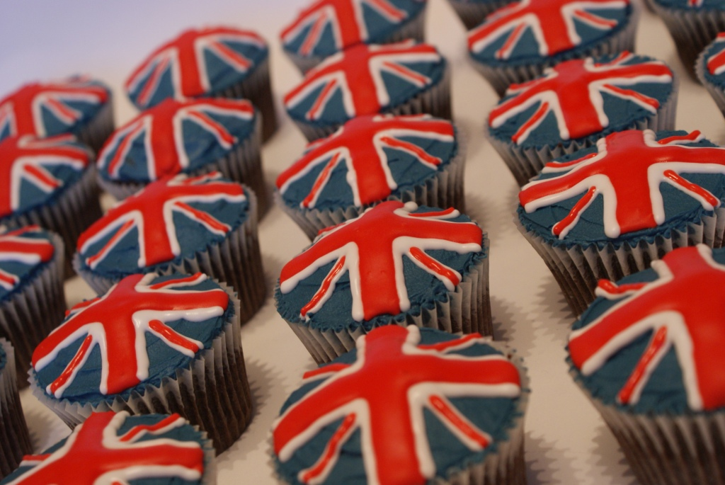 union-jack-british-flag-cupcakes_354707